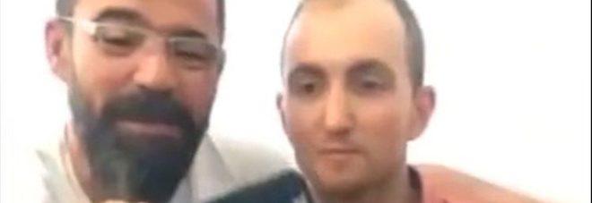 Selfie con il serial killer sospesi due poliziotti | Il Mattino