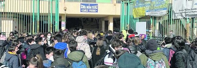 Covid a Napoli, la scuola in zona rossa: 200mila alunni in attesa dei nuovi turni