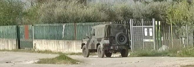 Terra dei fuochi, roghi tossici nel campo rom di Giugliano: «Subito gli sgomberi»