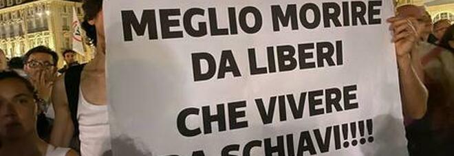 In tutta Italia manifestanti per protestare l'obbligo del green pass