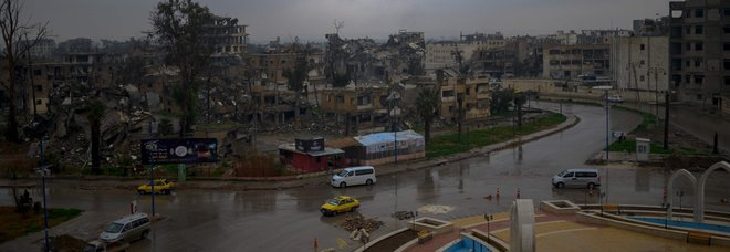 Isis, gli ultimi miliziani in Siria non si mollano: il tesoro del Califfato portato in Iraq