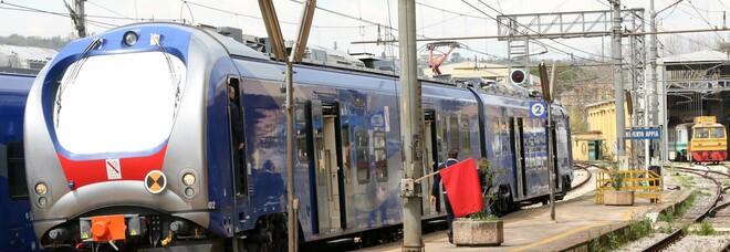 Campania, colto da infarto sul treno: muore a 69 anni, inutili i soccorsi