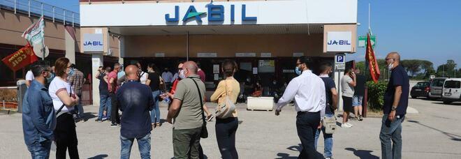 Jabil, manifestazione a Montecitorio: «Atteggiamento governo inaccettabile»