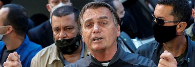 Brasile, Bolsonaro dimesso dall'ospedale: «Ora vorrei mangiare una costata di manzo»