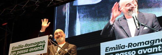 Regionali, lo spoglio: Emilia, Bonaccini è avanti. Pd primo partito, crollo M5S. Calabria, trionfa Santelli