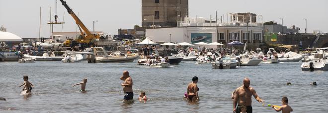 Inquinamento e accessi vietati, a Napoli tre spiagge pubbliche su sette sono off limits