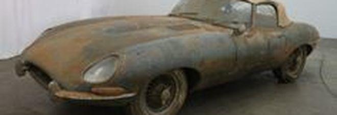 All'asta una Jaguar E Type del 1962, rimasta in un magazzino per 36 anni