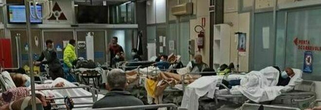 Napoli, caos al Cardarelli. De Luca: «Subito letti in altri ospedali»