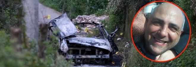 Salta in aria per una bomba in auto: morto un 42enne, gravissimo il padre. «Nel 2014 litigò coi parenti di un boss»