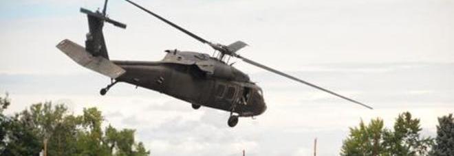Elicottero Napoli : Elicottero militare atterra e si incendia feriti