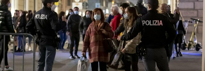 Milano, festa illegale nel club della movida, multati 30 giovani: tutti a ballare e senza mascherina