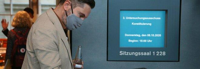 Covid, le mascherine di stoffa proteggono: «Ma devono essere lavate tutti i giorni in lavatrice ad alte temperature»