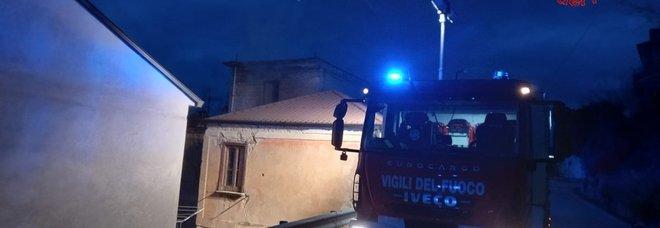 Anziana salvata in extremis dalla casa in fiamme a Mirabella