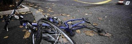 Bimbo 6 anni investito dalla vicina mentre giocava in bici: è grave