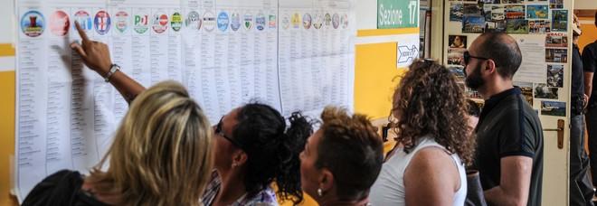 Elezioni, si vota il 761 comuni. Affluenza in crescita, top a Imperia. Test per M5S e Lega