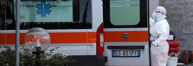 118, prima aggressione dell'anno a Napoli: ambulanza accolta a calci