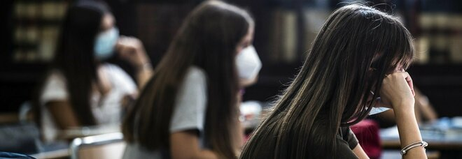 Covid a Napoli, boom di contagi nelle scuole: ogni giorno sono positivi 50 tra alunni e docenti