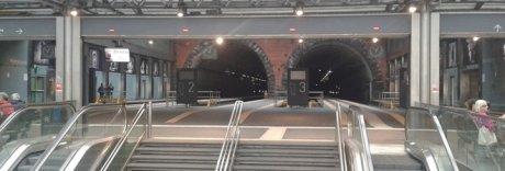 Vagoni strapieni sulla Cumana: è panico, il treno deve fermarsi