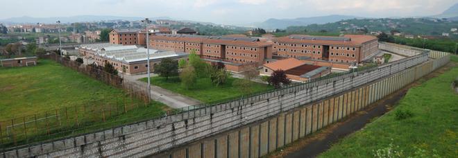 Avellino, detenuto suicida in carcere: s'è impiccato al termosifone della cella