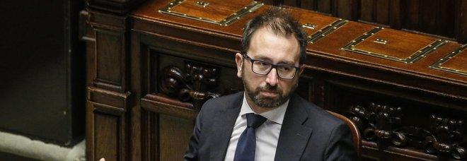 Sfiducia Bonafede, iniziata al Senato la discussione. M5S e Pd: si rischia la crisi. Conte vede la Boschi