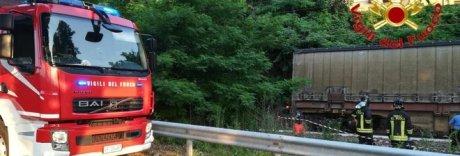 Varese, auto precipita sui binari: travolta dal treno, morte 2 donne