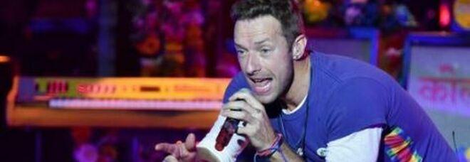 Coldplay, Chris Martin rivaluta la fama durante la pandemia: «Chi sono io senza lo stadio di Wembley?»