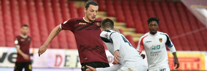 La Salernitana non sfrutta la superiorità: solo 0-0 contro il Cosenza all'Arechi