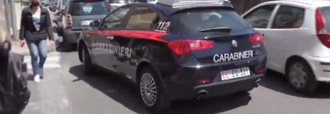 Sparatoria davanti alla scuola a Salerno: truffatori scappano ma perdono 4mila euro