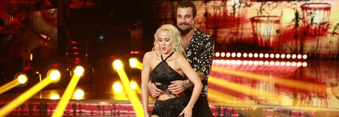 Ballando, Dani Osvaldo dedica una canzone a Veera Kinnunen: «Sono un uomo libero»