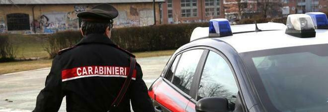 Padre e figlio 14enne accoltellati per una rapina nel Casertano