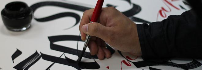 Luca Barcellona: «Tante novità tecnologiche non ci servono. Io, artista dell'inchiostro vi invito a riscoprire la penna»