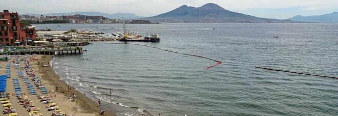 Mare sporco a Napoli, tuffi vietati dal lungomare a Posillipo: «L'ennesima mannaia sulla nostra economia»