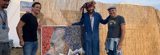 Da Napoli per Jovanotti un'opera di 2.500 tappi