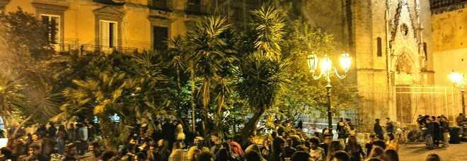 Covid a Napoli, movida sotto controllo: allontanati 500 giovani al centro storico