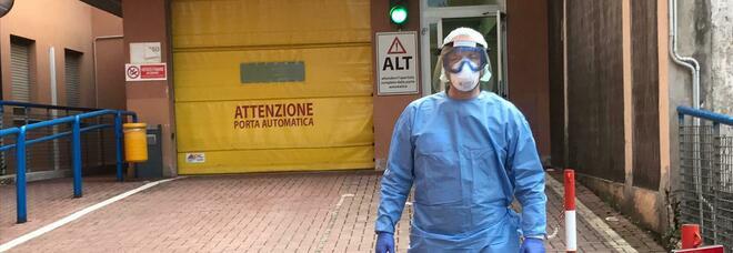 Covid, donna positiva morta in casa: si era infettata dal parrucchiere a Salerno