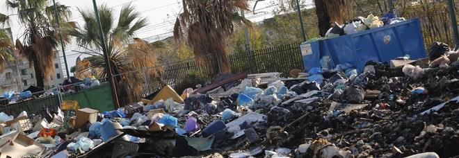 Crisi rifiuti a Torre del Greco, tornano i roghi di immondizia