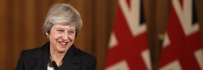 Brexit, nel governo May dimissioni a raffica: via tre ministri, anche quello responsabile