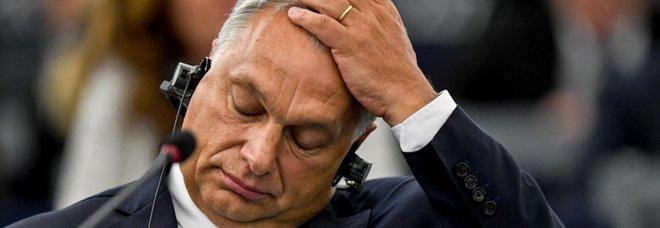 Orban sotto accusa, ma per le sanzioni serve l'unanimità: verso la resa dei conti in Europa