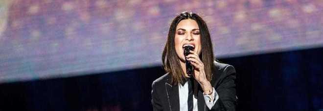 Laura Pausini senza freni sul palco a Milano. Insulto all'amica: «Tr...»