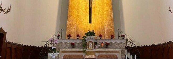 Pietramelara, tenta di ammazzare prete durante la messa di Natale: arrestato