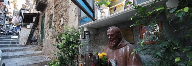 Edicole votive e murales: da Giuliano a Sibillo, nei vicoli di Napoli il santuario del clan