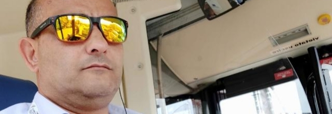 Bus a Napoli, l'autista ferma il pullman pieno di viaggiatori senza mascherine: multato