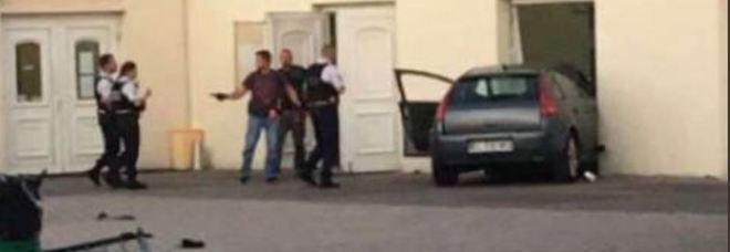 Francia, si lancia con l'auto contro una moschea a Colmar