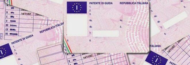 Patenti su cui non bisognerà più mettere il tagliando adesivo in caso di cambio di residenza