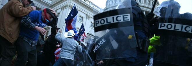 Scontri a Capitol Hill, suicida uno dei sostenitori di Trump arrestati: si è sparato al petto