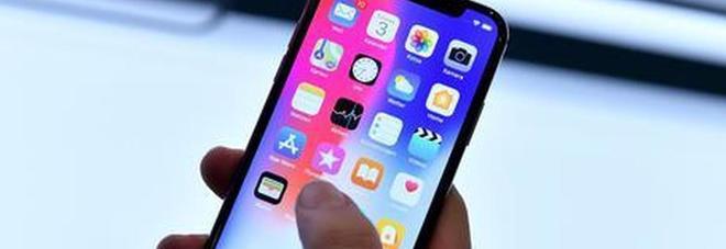 Apple, i dipendenti ascoltano le nostre conversazioni con Siri? La fonte: «Riguardano anche rapporti sessuali»