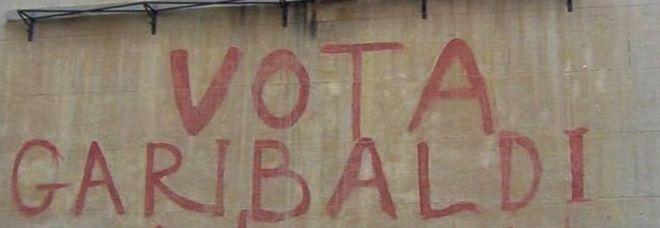Roma, il Comune cancella per sbaglio la scritta