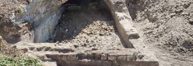 Pozzuoli, dai lavori di pulizia spunta un'antica cisterna romana