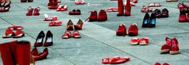 huge selection of e6b9c f85dd Scarpe rosse contro femminicidio iniziativa in piazza nel ...