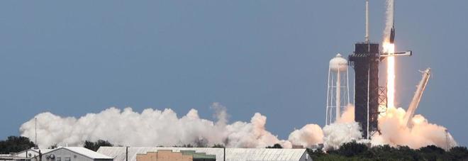 SpaceX, Crew Dragon pronta di nuovo al lancio: via libera al conto alla rovescia anche se si teme il maltempo